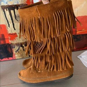Minnetonka Women's I'm 3-Layer Fringe Boots